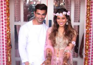 Bollywood actress Bipasha Basu is walking over the moon these days. The diva is all set to enter a new phase of her life as she is getting hitched with beau Karan Singh Grover on April 30. Well, the soon-to-wed couple has been pretty excited about their D-Day. And the wedding celebrations of this amazing couple have finally begun. Bipasha looks simply gorgeous and all smiles at her mehendi ceremony today. The groom-to-be Karan Singh Grover too couldn't resist staying away from his bride. The couple's mehendi ceremony was a complete star studded affair. Here's a look at the inside pics of the event - India Tv