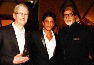 Dinner hosted by Bollywood actor and former Nokia ambassador Shah Rukh Khan in honour of Apple CEO Tim Cook on Wednesday at his residence 'Mannat' turned out to be a starry affair. Amitabh Bachchan, Aishwarya Rai Bachchan, Jaya Bachchan, Aamir Khan, Madhuri Dixit, Farah Khan, A.R. Rahman, Vidhu Vinod Chopra and Sania Mirza, among other celebrities, made their presence at the event. Cook is in India on his first official visit to the country. Here's a look at the star-studded dinner bash:- India Tv