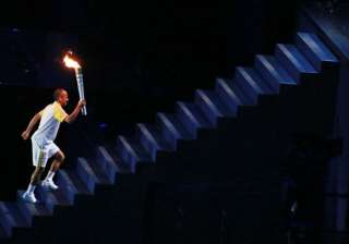 In a beautiful display of light and colours, Vanderlei Cordeiro de Lima lit the Olympic flame.