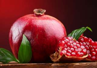 Pomegranate: This fruit is a great rejuvenator with high power to regenerate skin. Pomegranates help clear pores, slow ageing and reduce the appearance of wrinkles and fine lines. In winter, the skin expands due to the cold weather. This fruit will help in keeping the skin pores tight.