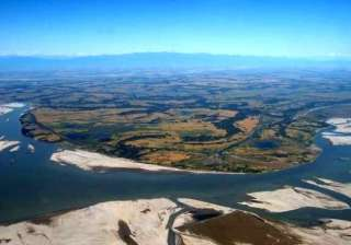World's Largest River Island Did you know that world's largest river island is situated in India? Located on the mighty river Brahmaputra, Majuli is world's largest river island.