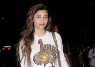 Daisy Shah made a pretty appearance and her golden shoes completed her look.