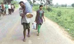 Dana Majhi carrying his dead wife on shoulders- India Tv