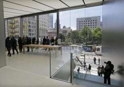Apple's stores getting new look