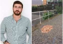 man leaves 15000 coins on road