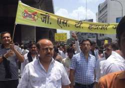 Surat textile traders call off strike against 5 pc GST