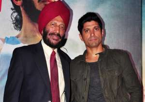 Farhan Akhtar with Milkha Singh- India Tv