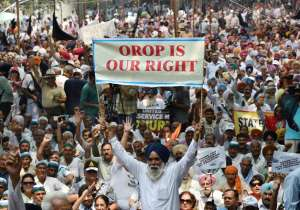 320-day old OROP protest ends as ex-armymen to fight it out in SC- India Tv