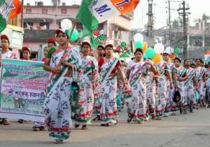 Trinamool Congress supporters during an election campaign rally - India Tv