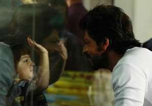 Shah Rukh Khan with AbRam at Eden- India Tv