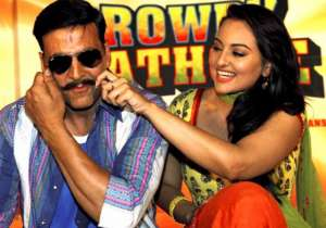 Sonakshi Sinha and Akshay Kumar- India Tv