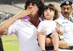 Shah Rukh Khan with AbRam- India Tv