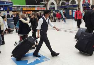 Shah Rukh Khan at London station- India Tv