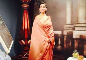 Manisha looks like a royal princess in this saree.
