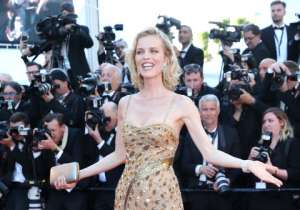 Czech model and actress Eva Herzigova rocked the golden gown.