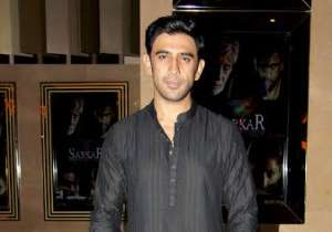 Amit Sadh chose a traditional look