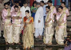 The Queen actress performed Ganga aarti in Varanasi