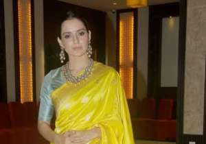 Earlier, she was seen wearing a beautiful yellow saree that looked just perfect.