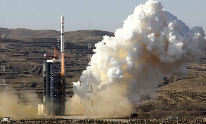 China launches manned mission