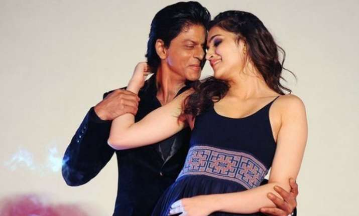 SRK and Kriti Twitter conversation