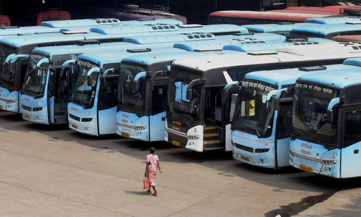 MSRTC strike: Staff members tonsure head in protest