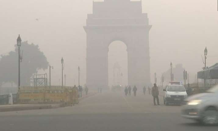 Delhi remained under dense fog as cold wave continued