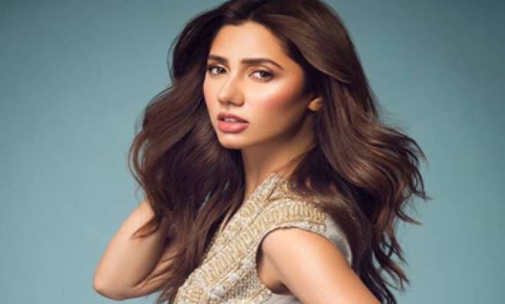 Mahira Khan, Saba Qamar awarded top prizes at Masala Awards