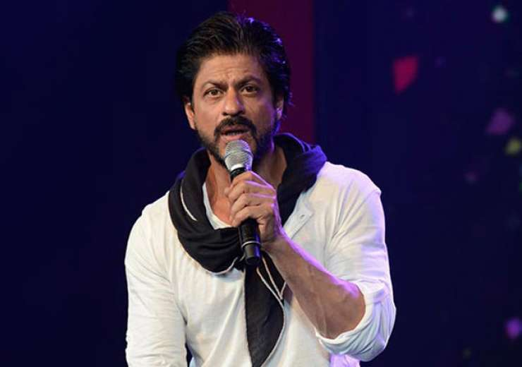 Shah Rukh Khan avoids Mumbai traffic in the most UNBELIEVABLE way