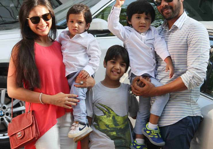 Television actors Kanchi Kaul and Shabir Ahluawalia with their sons Azai and Iva - India Tv