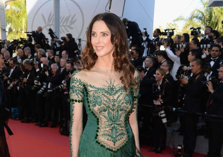 French actress Frederique Bel's attire is just too complicated