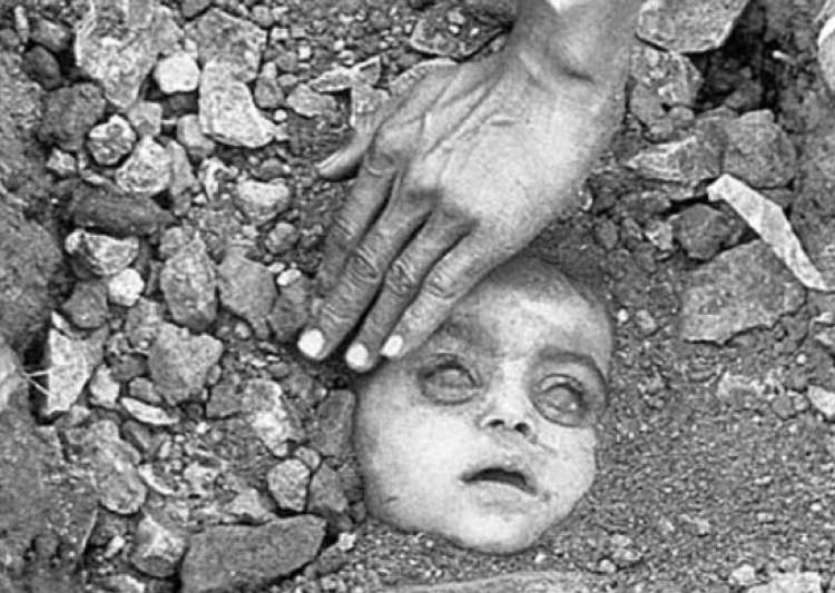 bhopal gas Bhopal gas tragedy in pictures in the days after the gas leak, anderson was arrested and then released on bail by the madhya pradesh police on december 7, 1984.