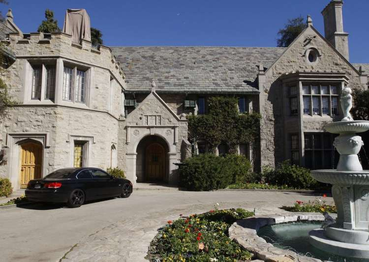 Party Ends At Playboy Mansion Hefner S Pad Sold To
