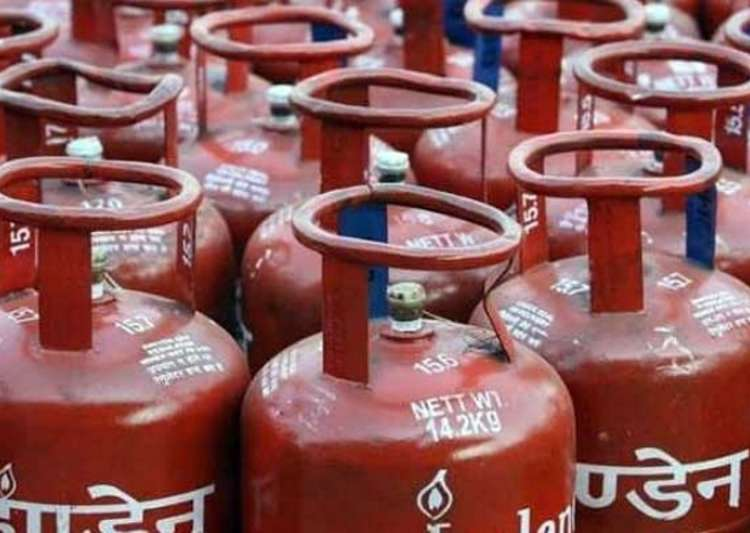 Non-subsidised cylinders get cheaper by Rs 14.50- India Tv