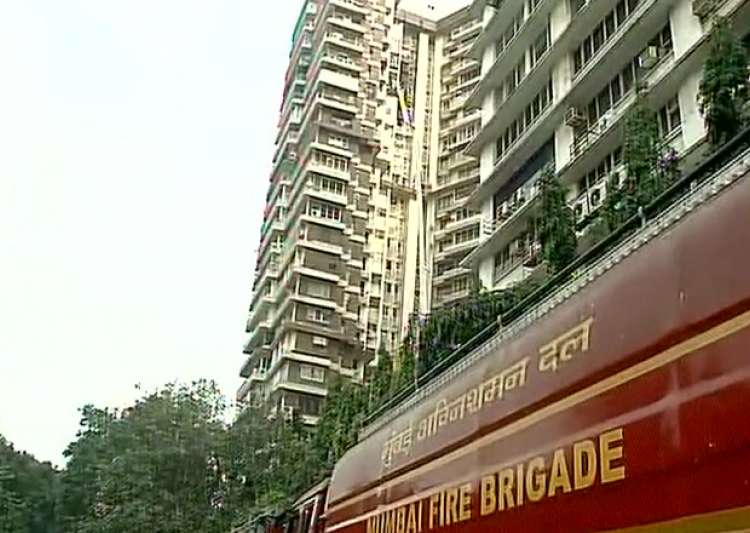 Fire breaks out at residential apartment in Mumbai- India Tv