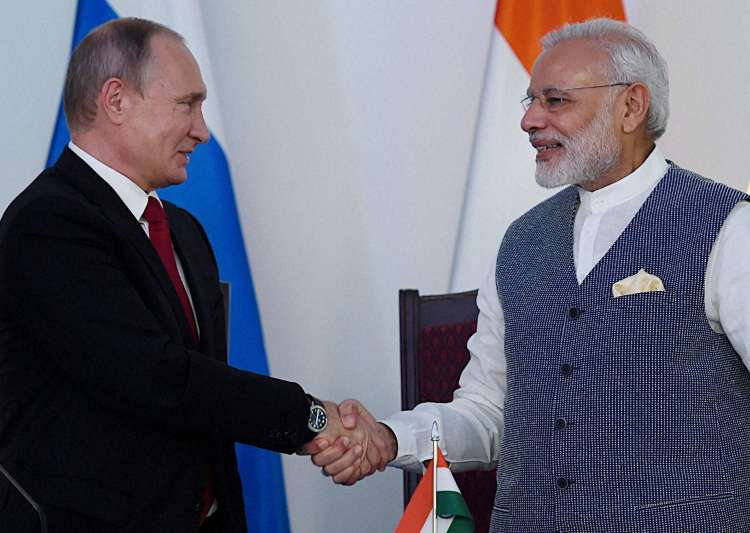 PM Narendra Modi and Vladimir Putin at the agreement- India Tv