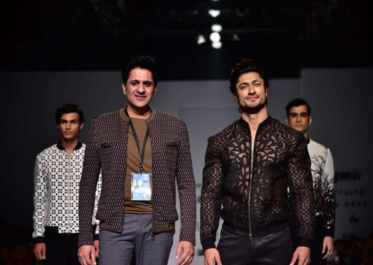 AIFW SS'17: Vidyut Jammwal turns muse for Pawan Sachdeva - India Tv