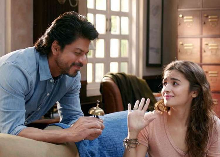 This habit of Shah Rukh Khan makes Alia Bhatt feel bad for- India Tv