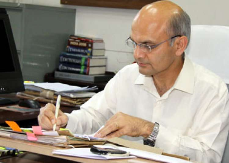 Centre, Delhi Chief Secretary, KK Sharma, HRD Mini- India Tv
