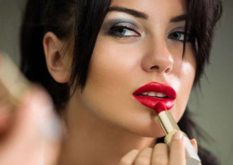 Tips to get the perfect lip colour for your skin tone - India Tv