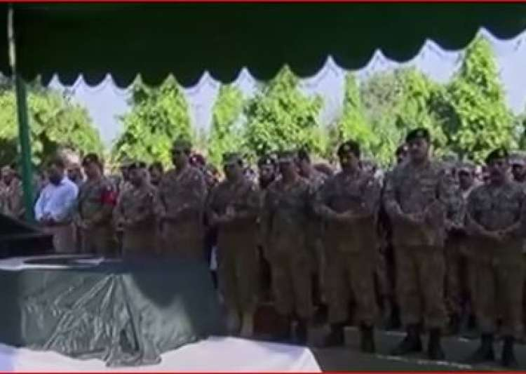 Burial of 7 killed Pak soldiers - India Tv