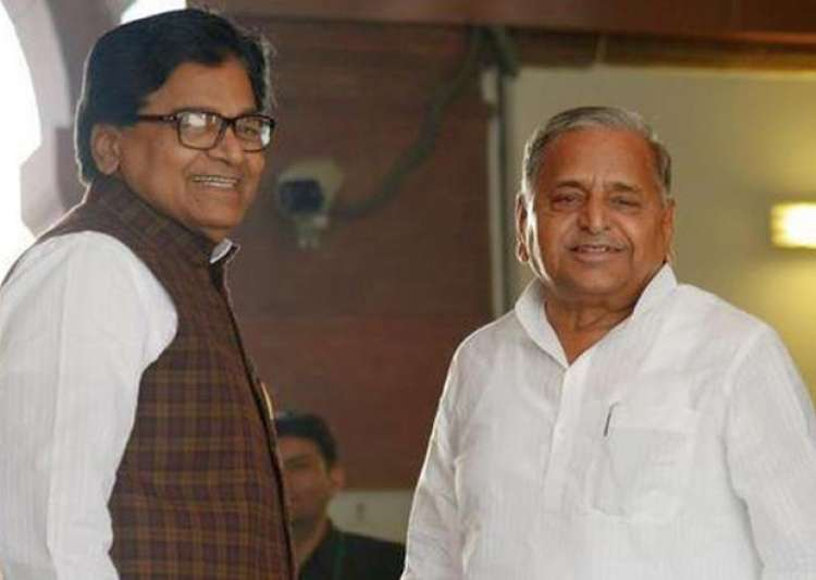 File pic - Ram Gopal Yadav and Mulayam Singh Yadav - India Tv
