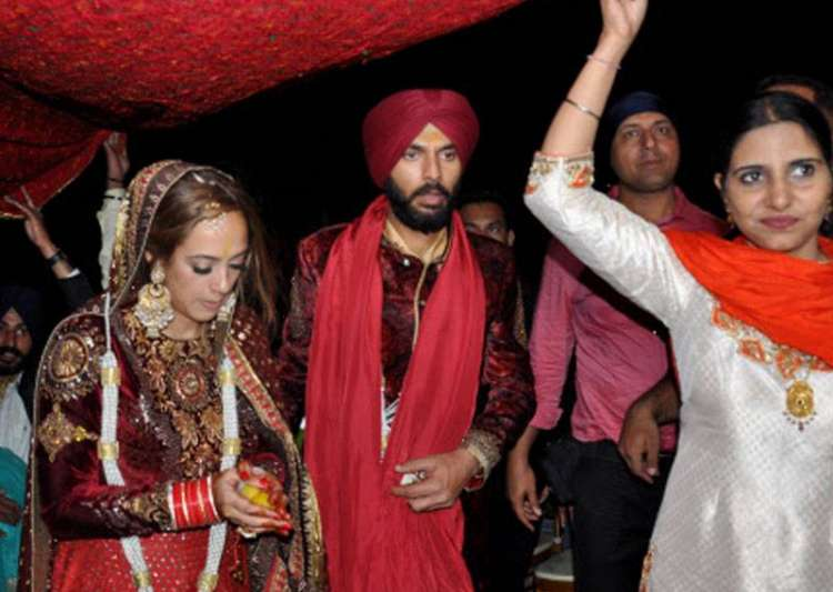 Post her wedding with Yuvraj, Hazel Keech becomes Gurbasant