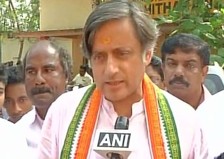 Shashi Tharoor, other Congress leaders detained in Kerala