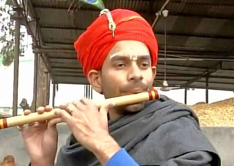 After Lord Krishna, Tej Pratap dons 'jalebiwala' avatar