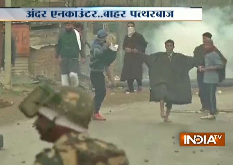 Budgam encounter turns ugly as youths pelt stones on