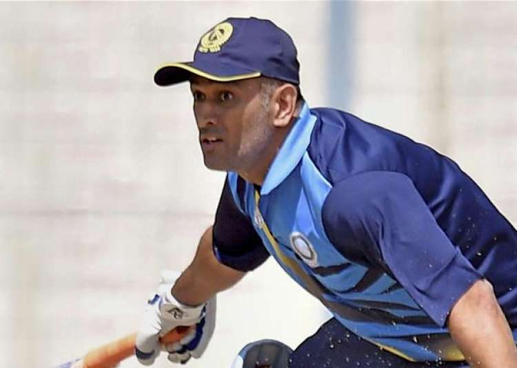 Narrow escape for MS Dhoni as he survives hotel fire in- India Tv