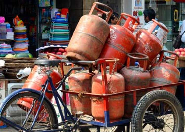 Non-subsidised LPG rates hiked by steep Rs 86 per cylinder