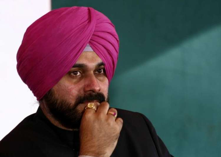 Navjot Singh Sidhu in trouble over cracking 'vulgar jokes' on Kapil's show