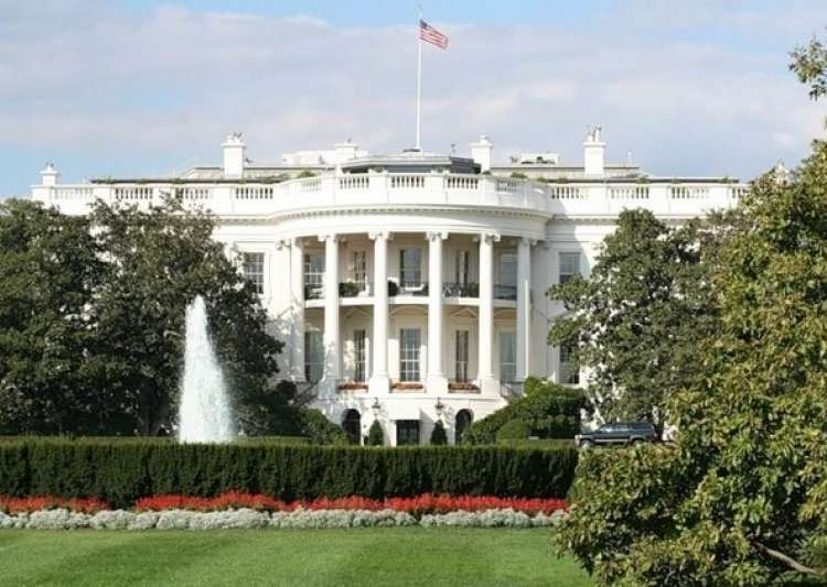White House on lockdown after suspicious package found