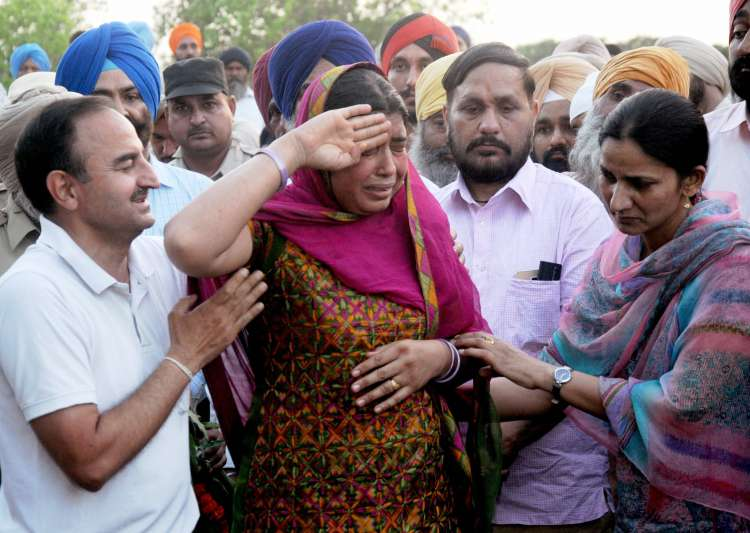 AAP pays tribute to CRPF troopers killed in Maoist attack
